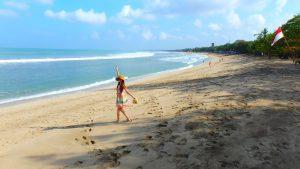 バリ島クタビーチ 三つ編みおばさんに注意