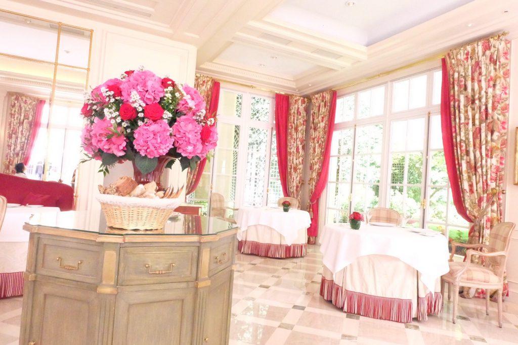 パリでおすすめの高級ホテル ル ブリストルのレストラン