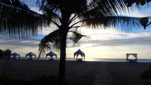 バリ島クタビーチ お洒落レストランのテントでディナー