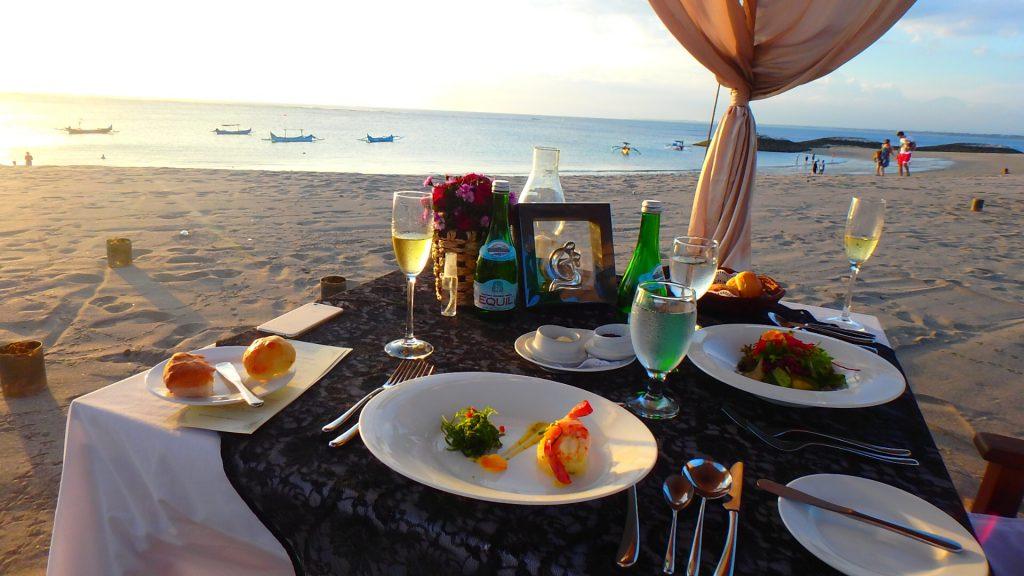 クタビーチ 海沿い お洒落なレストラン