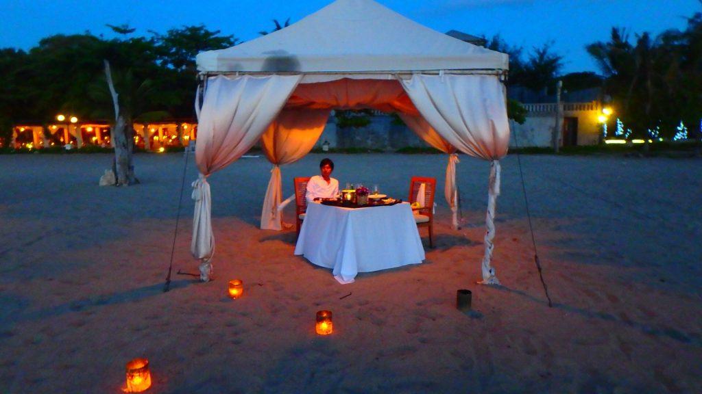 バリ島クタビーチ キャンドルでロマンチックなレストラン