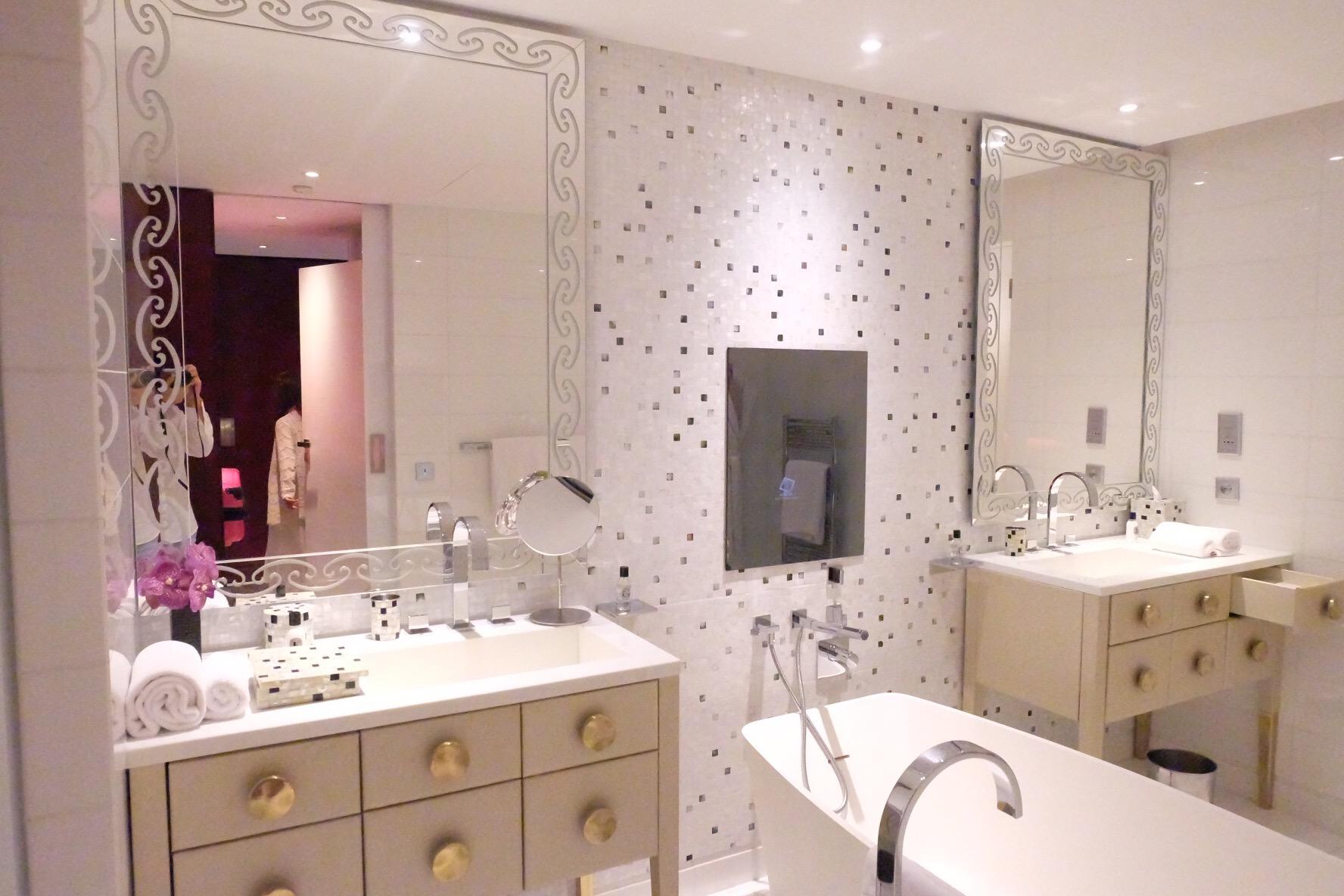 マンダリンオリエンタルパリ バスルームも可愛い