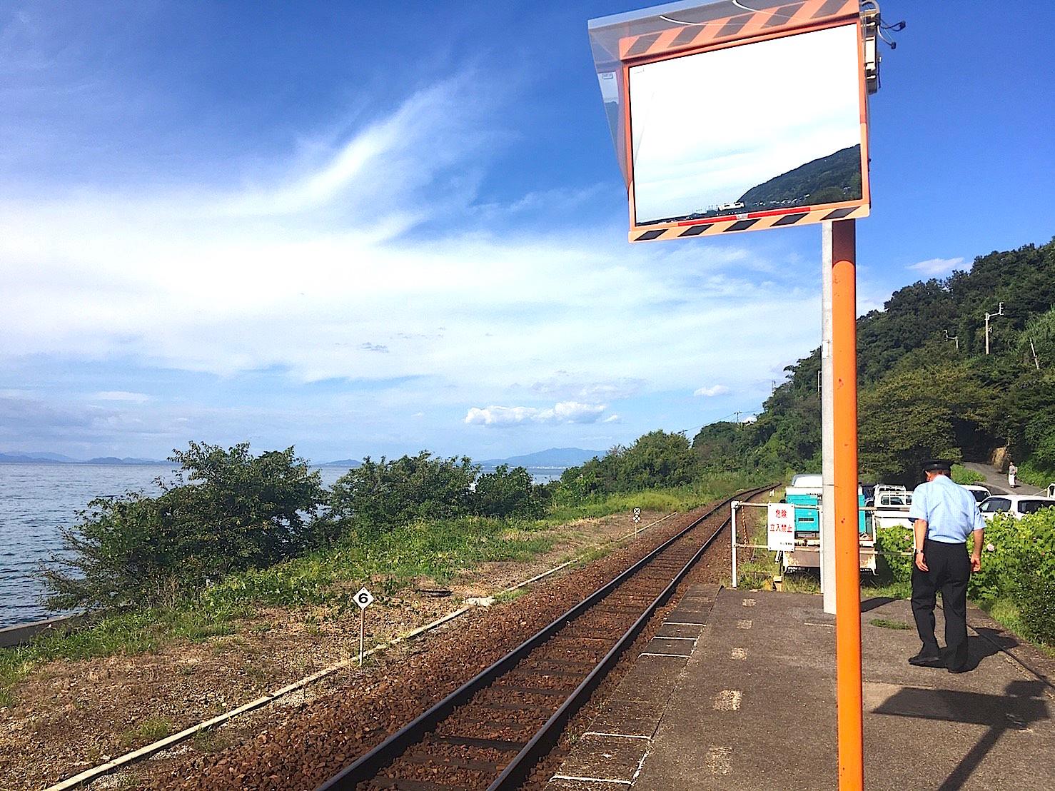 日本で一番海に近い駅 下灘駅(しもなだえき)