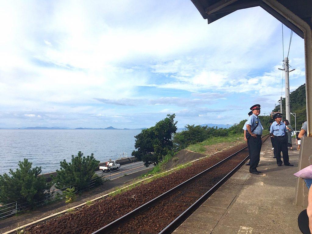 下灘駅(しもなだえき)は無人駅ではない