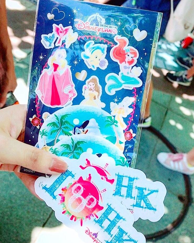 香港ディズニーランド シール集めが楽しい!
