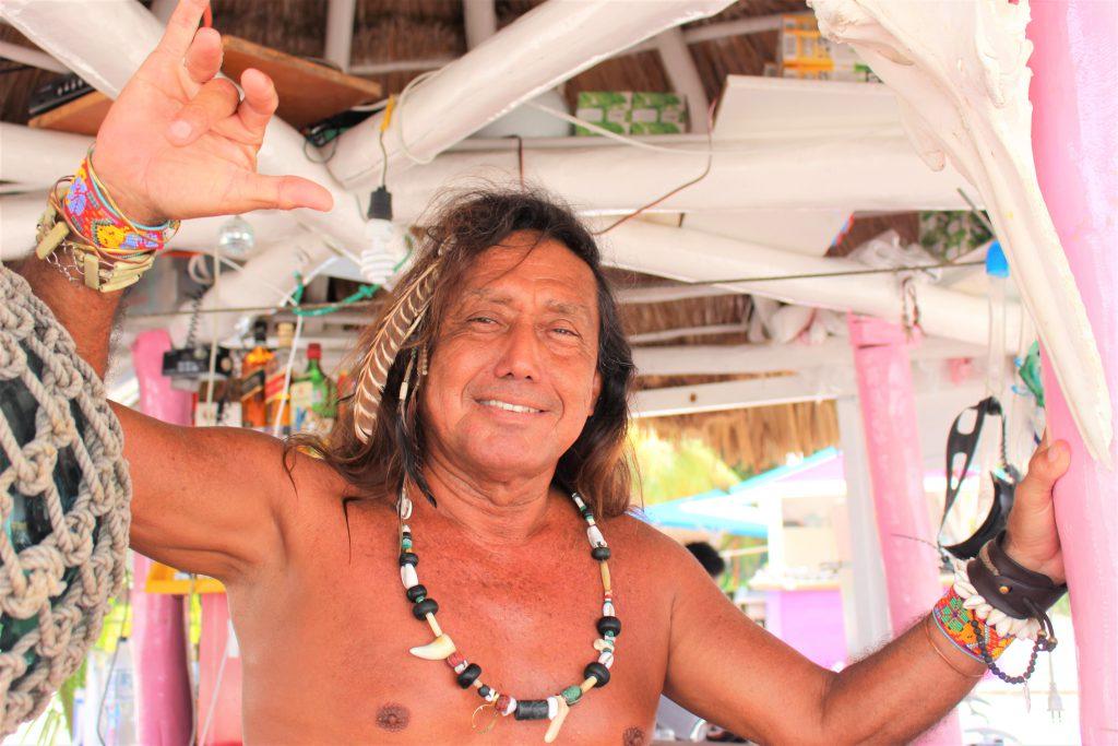 メキシコ ビーチの現地人