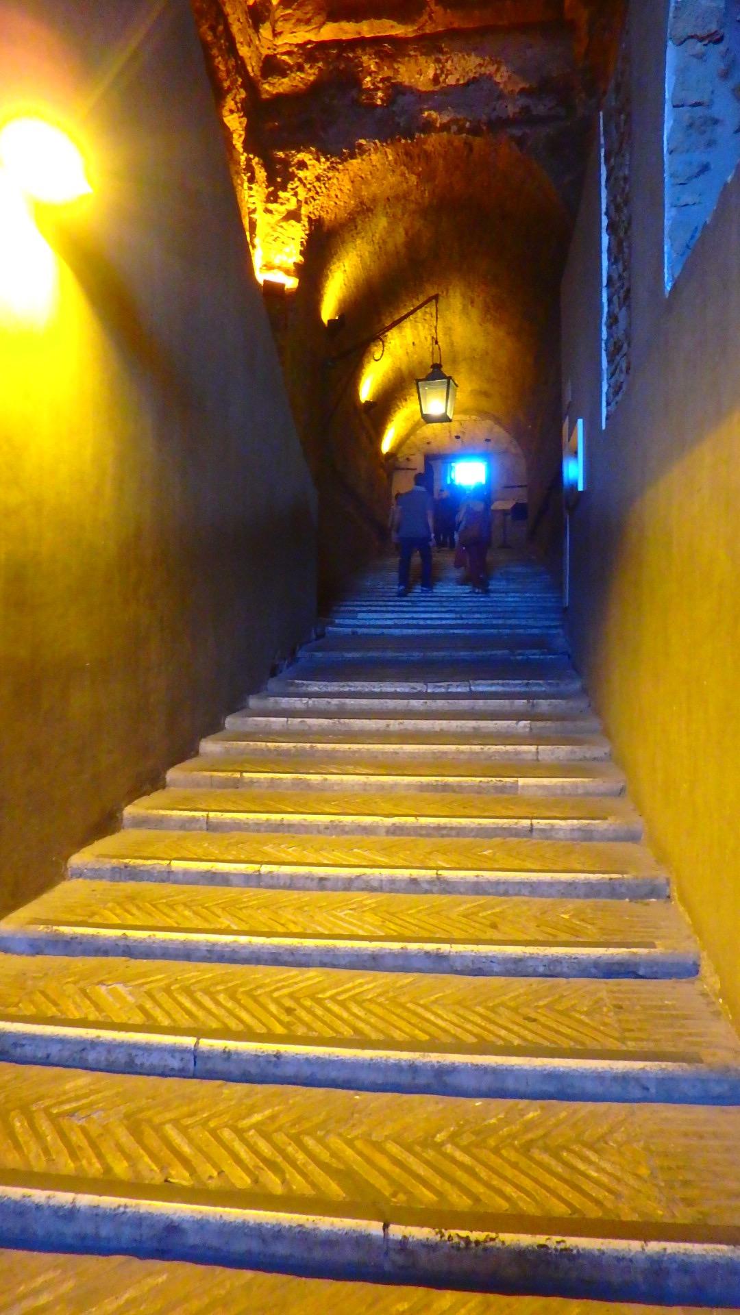サンタンジェロ城内部 階段