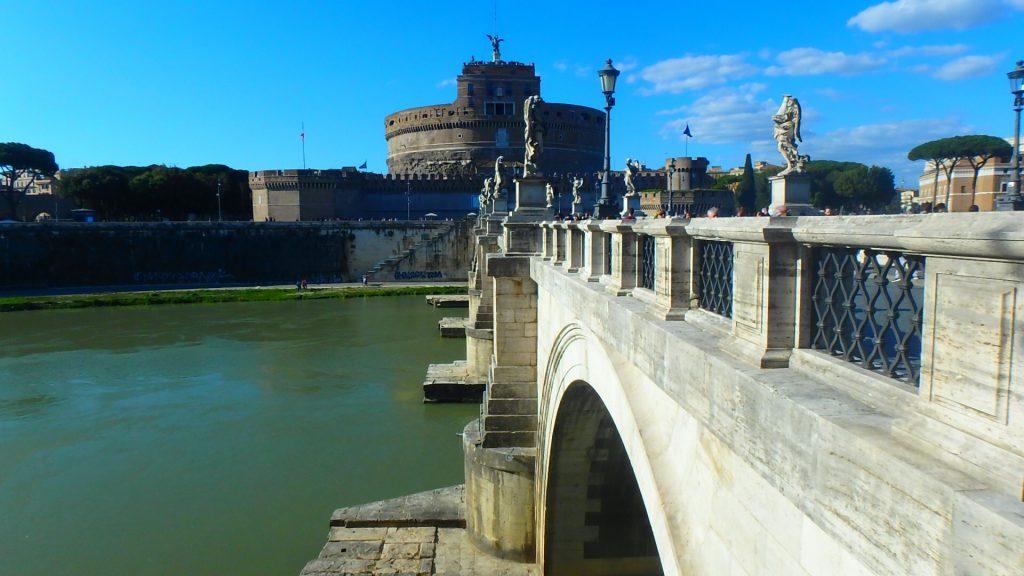 ローマの休日ロケ地 サンタンジェロ橋