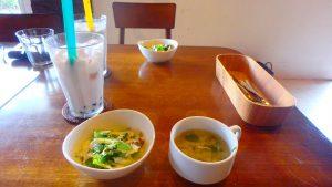 与論島おすすめ 美味しいランチセット サラダとスープ付き