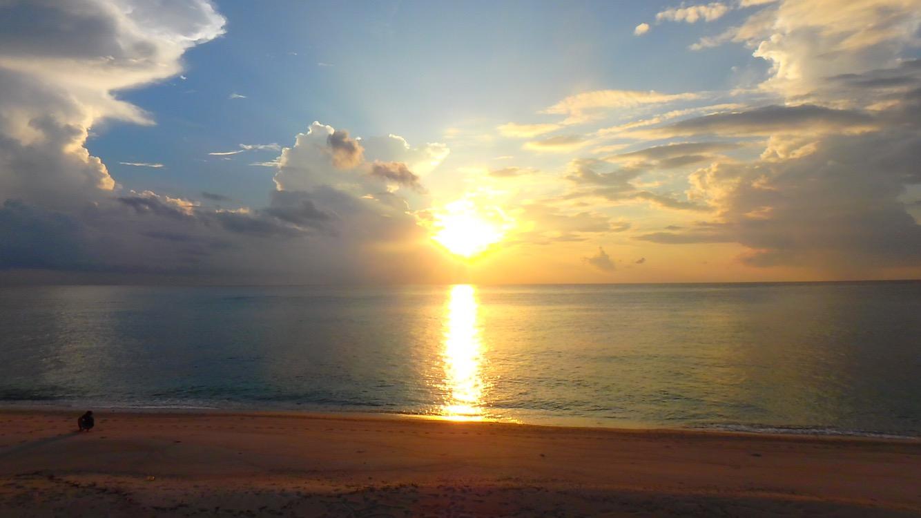 与論島の綺麗なサンセット 兼母海岸