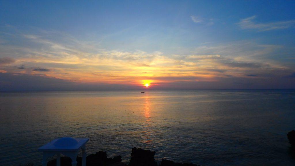 与論島でサンセットの見えるレストラン アネリア