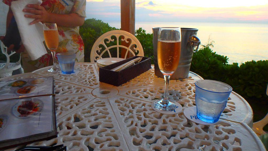 与論島のサンセットとシャンパン イタリアンレストラン