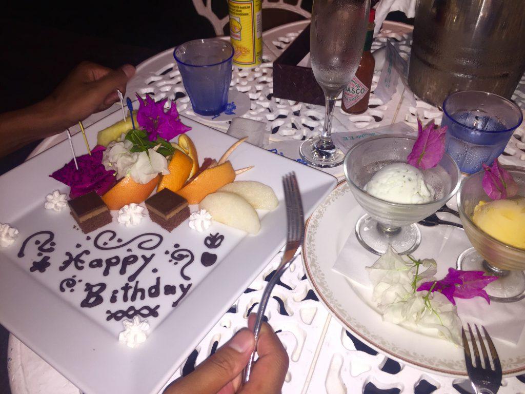 与論島のレストラン アネリアでバースデーケーキ