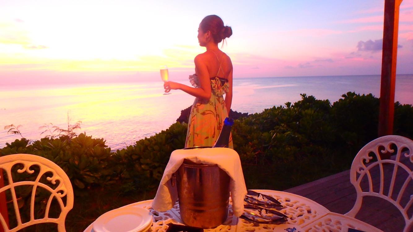 与論島のレストラン 夕日とシャンパンとワイン