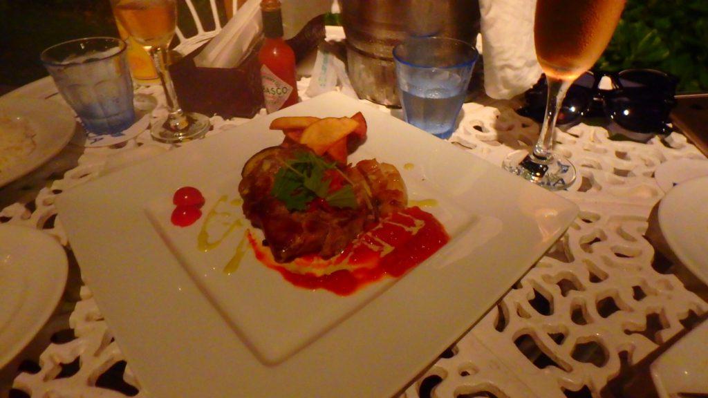 与論島のレストラン Anelia (アネリア) アグー豚のステーキ