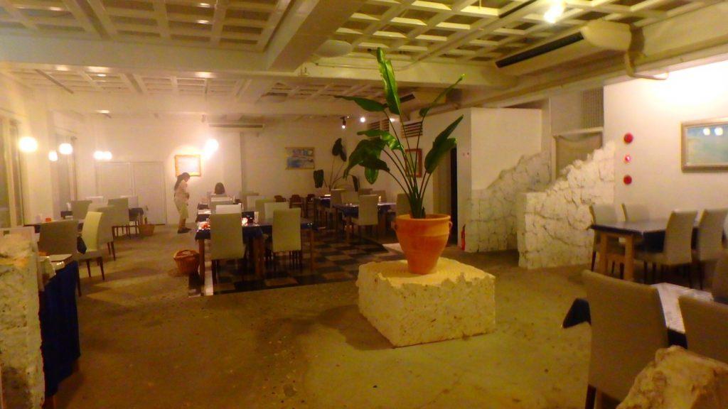 与論島のレストラン Anelia (アネリア) 店内