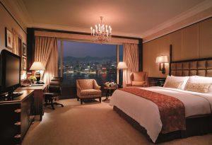 香港ビクトリアピーク 夜景が見える シャングリラホテル