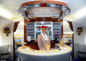 エミレーツ航空 ビジネスクラス on-board lounge