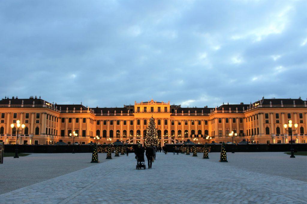 オーストリア ウィーン 世界遺産でクリスマスマーケット