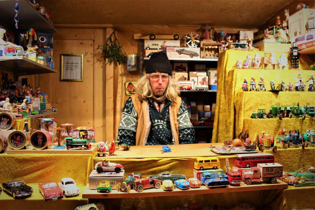 オーストリア ウィーンのクリスマスマーケットの屋台