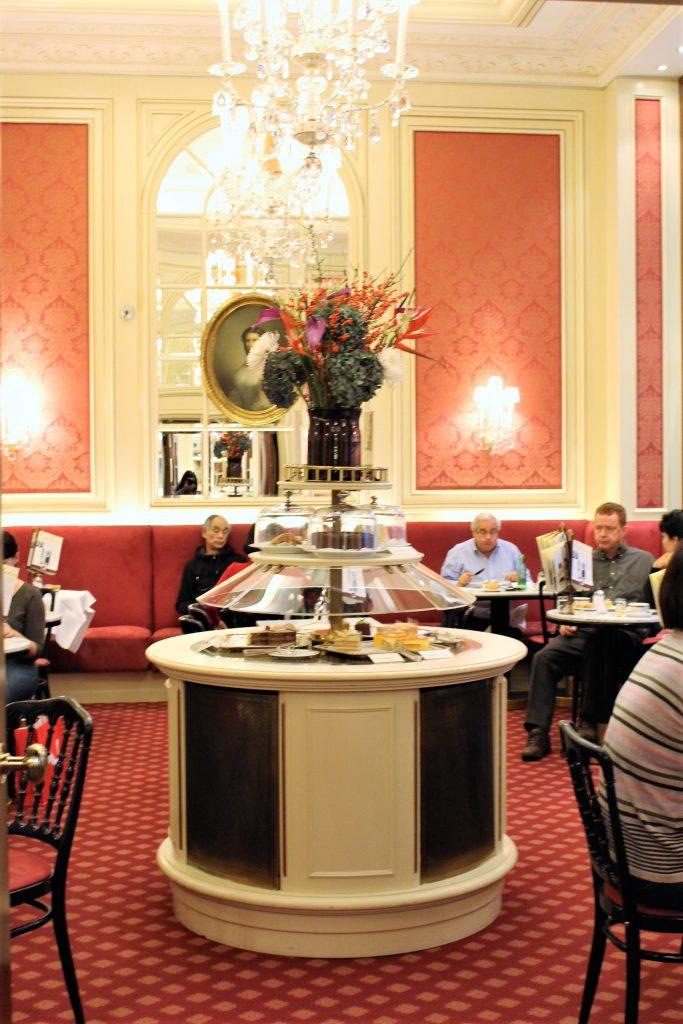 ウィーン ホテルザッハーのカフェがお洒落