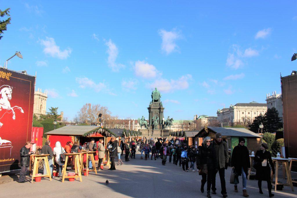 ウィーン マリア・テレジア広場のクリスマス村
