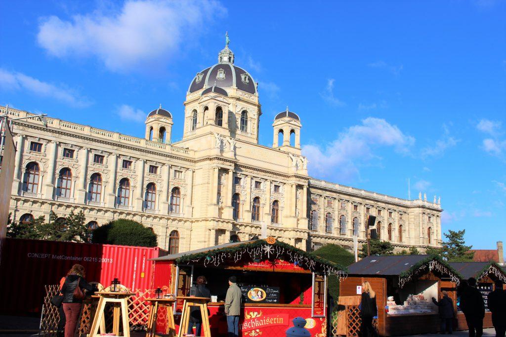 ウィーン マリア・テレジア広場のクリスマスマーケット