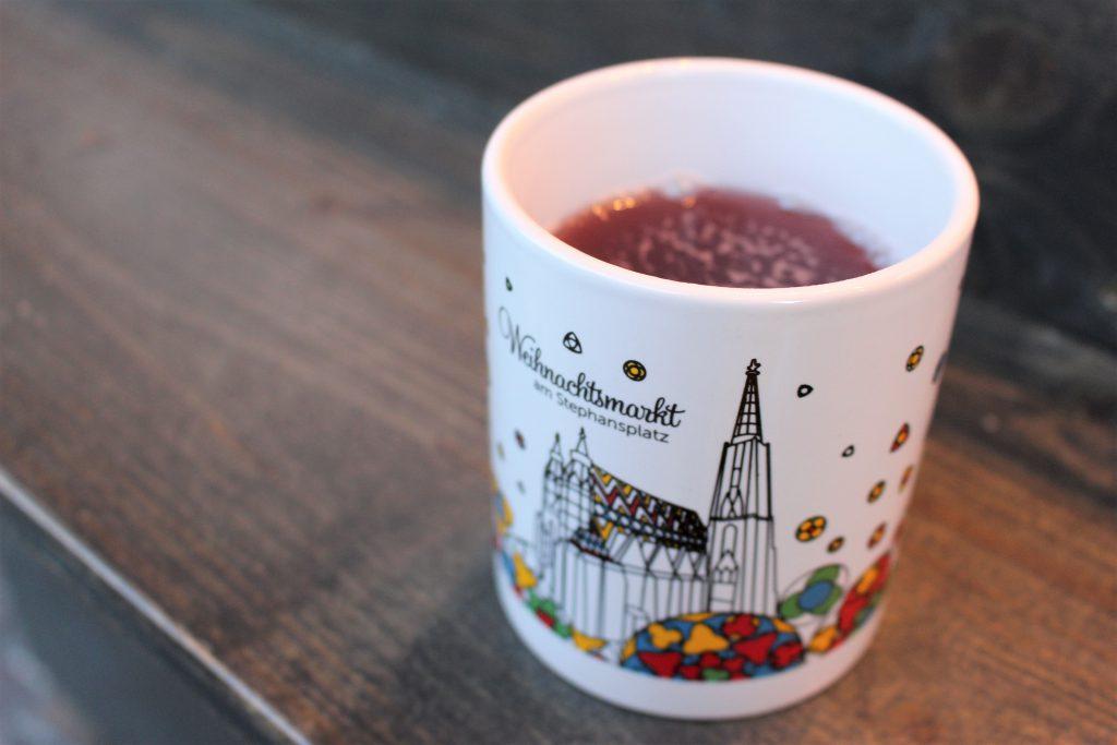 ヨーロッパのクリスマスマーケット マグカップのデザインが可愛い