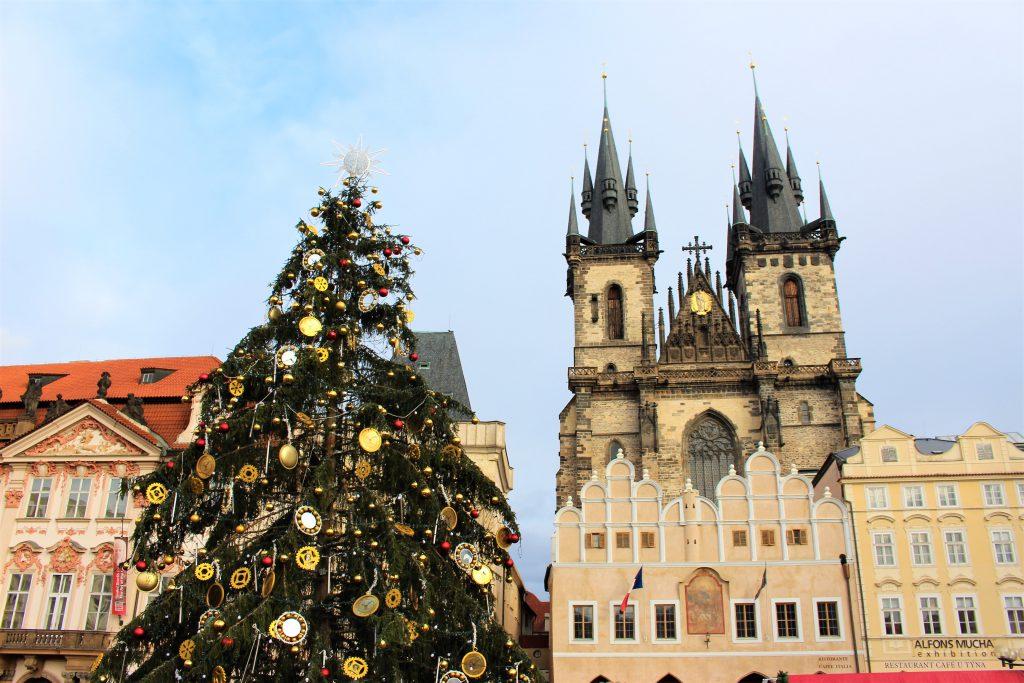 中欧のクリスマスマーケット おすすめはチェコの旧市街広場