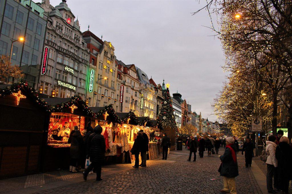 チェコのクリスマス旅行 夜がおすすめ