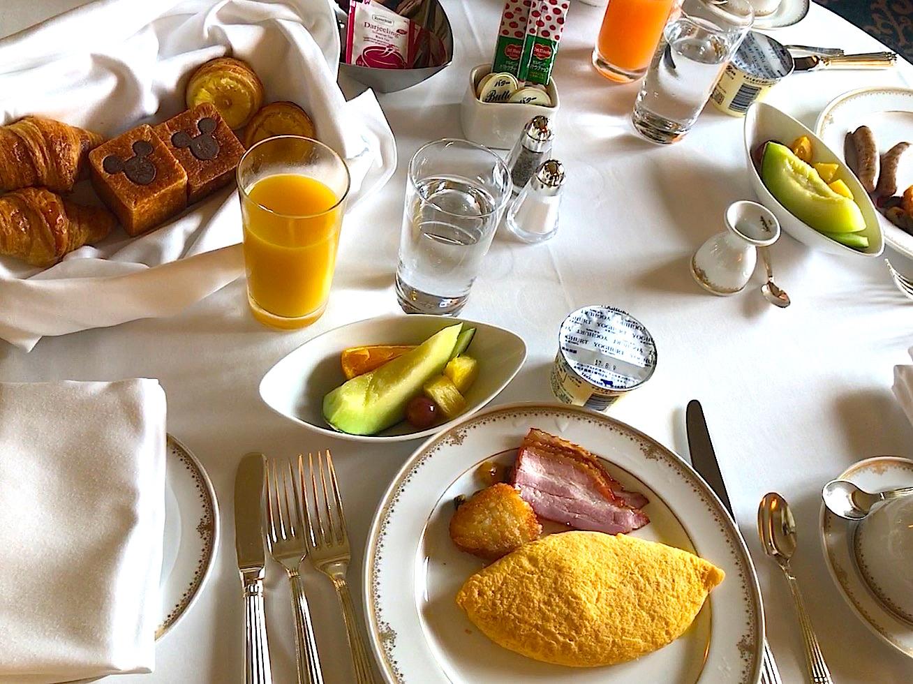 ミラコスタ スイート ルームサービスで朝ご飯