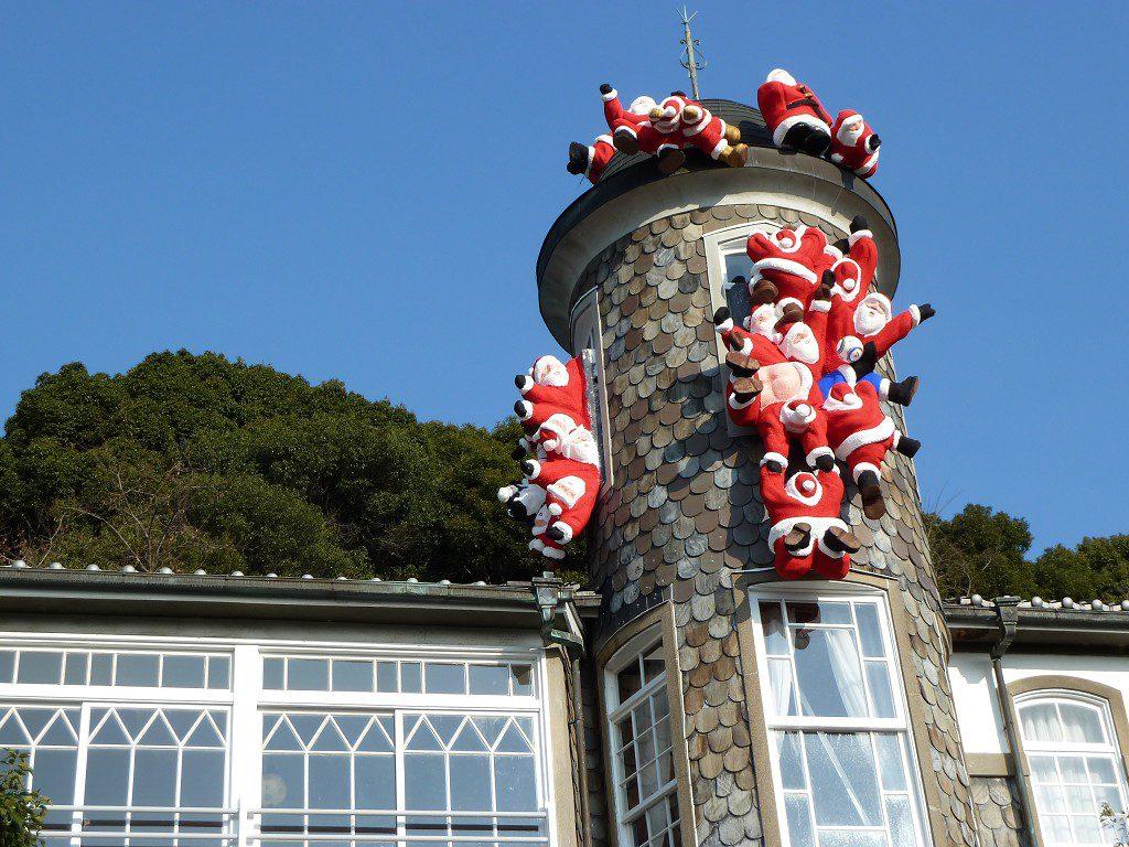クリスマスの神戸の北野異人館 サンタクロース