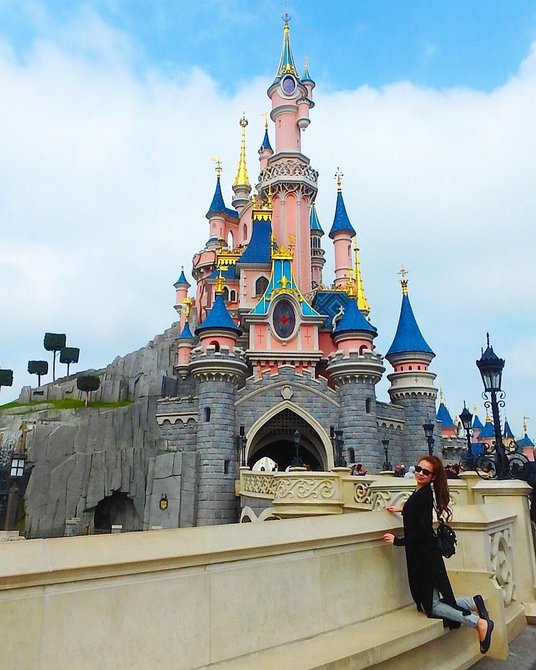 ディズニーランドパリ オーロラ姫のお城はピンク
