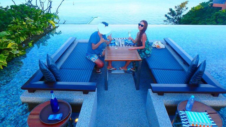 プーケットのおすすめ絶景Bar 海沿いのテラス席