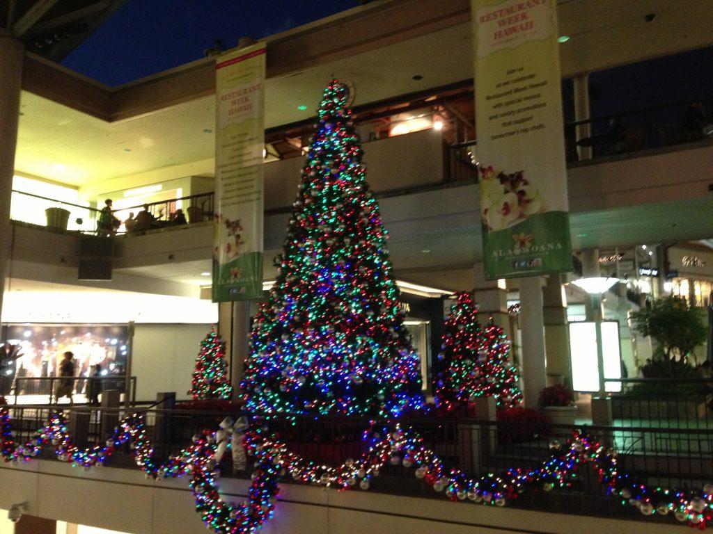 ハワイ アラモアナショッピングセンターのクリスマスツリー