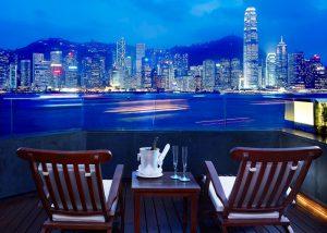 香港の九龍側 夜景が見えるホテル バルコニーテラス