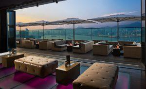 香港の夜景が見える 絶景テラスのソファー席