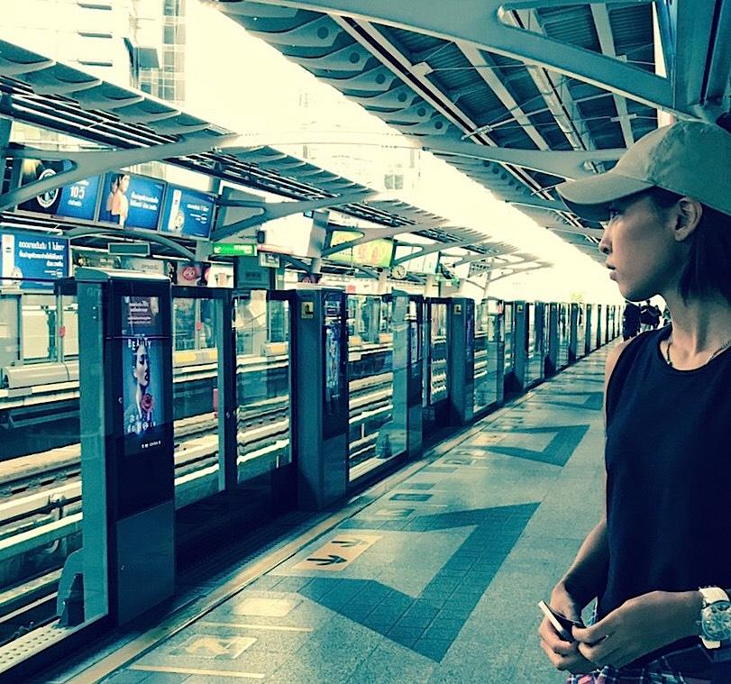 バンコクからパタヤ行きのバス乗り場 BTSでエカマイ駅へ