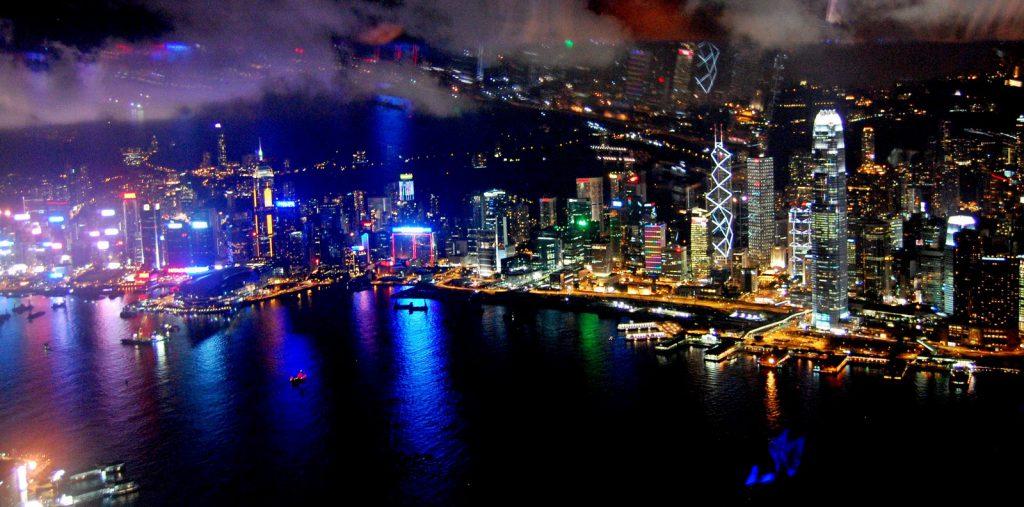 香港の100万ドルの夜景 高層階の絶景Bar