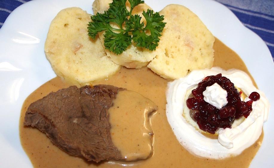 チェコの美味しいお肉料理 スヴィーチコヴァー