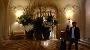 シャングリラホテルパリのロビー