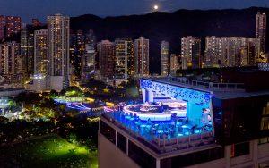 香港の夜景が見える 絶景roof top bar