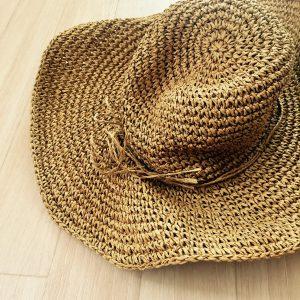 女子のハワイ旅行の持ち物 帽子 つば広ハット