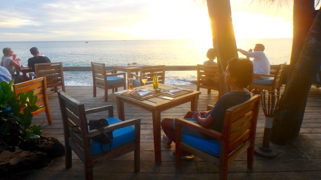 フーコックでおすすめの絶景レストラン ong lang beach