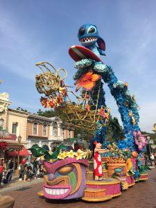 香港ディズニーランドのパレード スティッチ