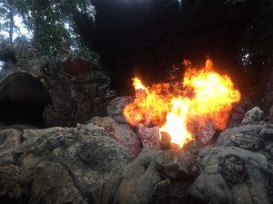 香港ディズニー ジャングル・クルーズ 爆発