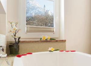 ノイシュヴァンシュタイン城が部屋から見えるホテル