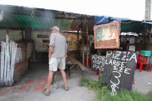 カンボジア Kampot 美味しいピザ屋さん