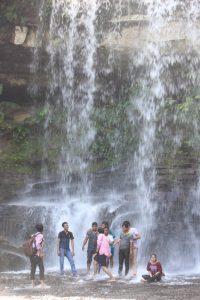 カンボジアのカンポットにある滝