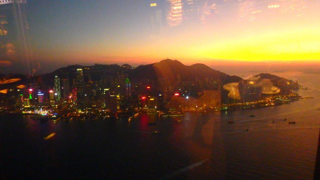 香港のTHE LOUNGE & BAR サンセットと夜景